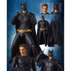 Коллекционная фигурка Бэтмен с оружием и сменной головой без маски, Бэтмен: Начало, 16 см - Batman, Medicom