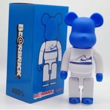 Дизайнерская Игрушка Беарбрик Кавс Bearbrick Kaws Фигурка Пеко кроссовки Bearbrick 400 % (высота около 28 см)