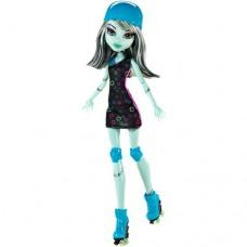 Кукла Монстер Хай Френки Штейн Монстры на роликах в платье в кружочек - Monster High Frankie Stein Roller Maze